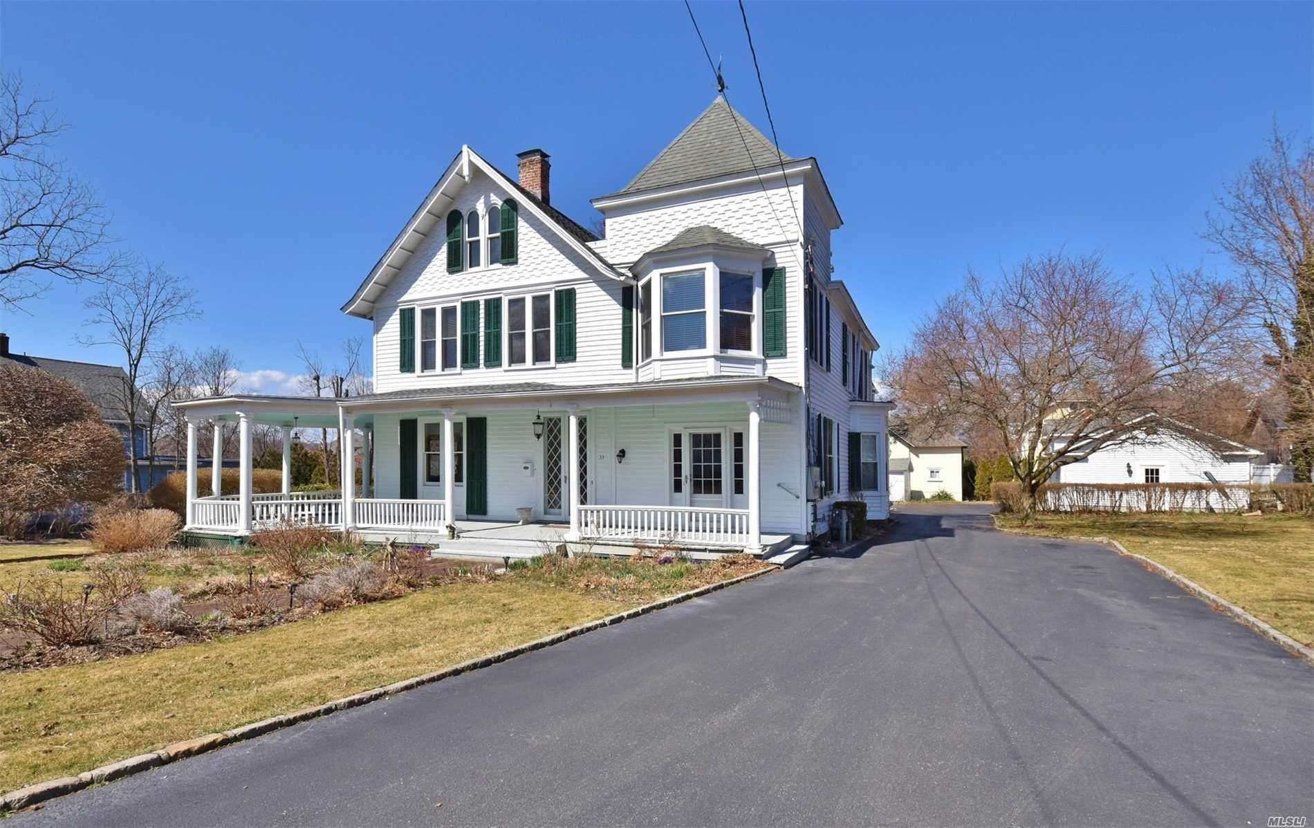 Stunning Early 1900s Colonial Just Minutes To Huntington Village. Spacious Rooms With High Ceilings. Kitchen And Baths Are Renovated To Today's Standards. Grand Covered Wrap Around Porch.Gas Fireplace. Incredible Woodwork And Moldings Throughout. Gas Cooking, Gas Heat And Central Air. This Home Is The Perfect Blend Of Traditional And Modern. Huntington SD#3.