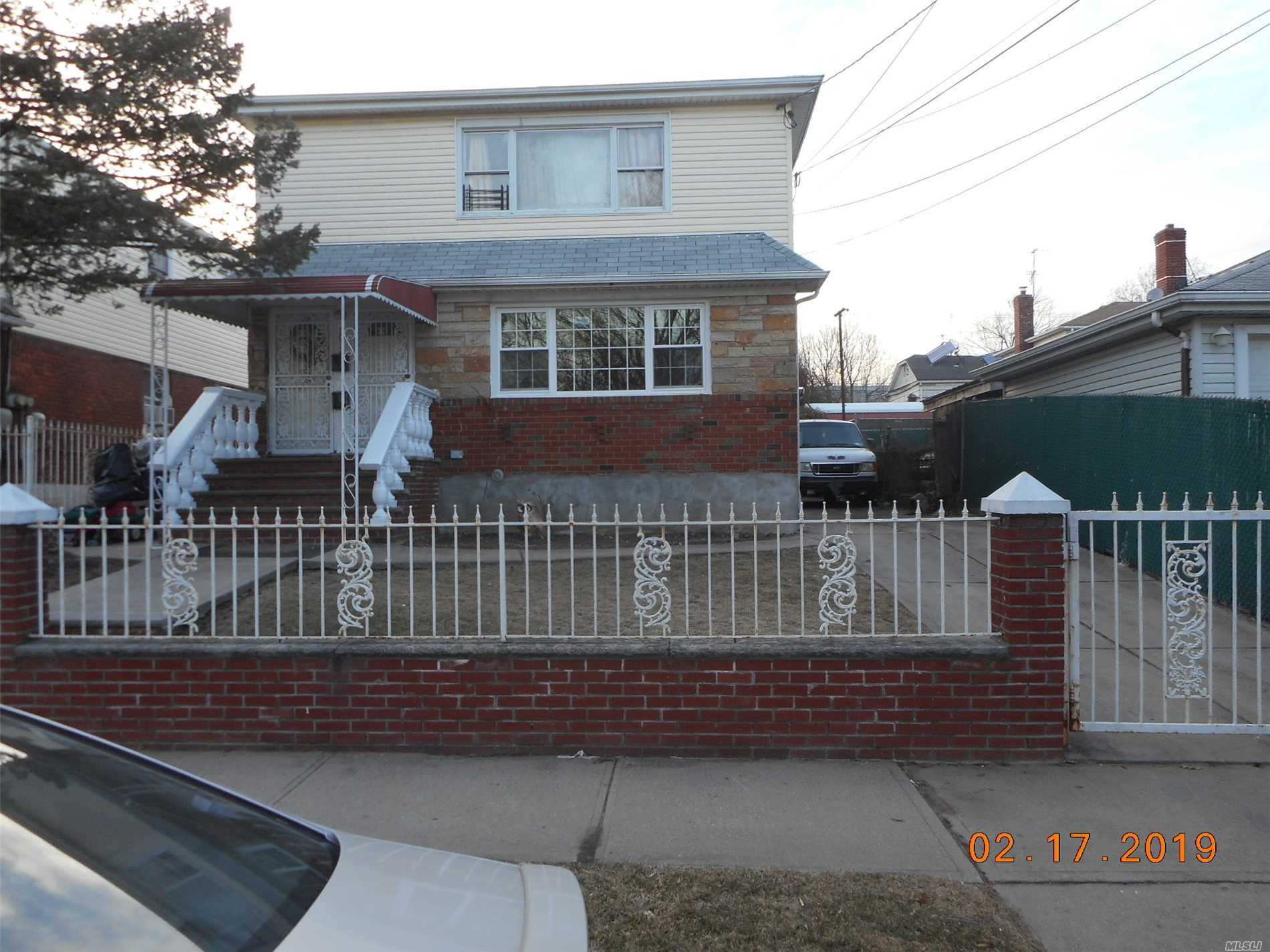 Immaculate Large 3 Br, Full Bath, Updated . Close To Jfk Airport, Bus Transportation , Shopping Area , Ect