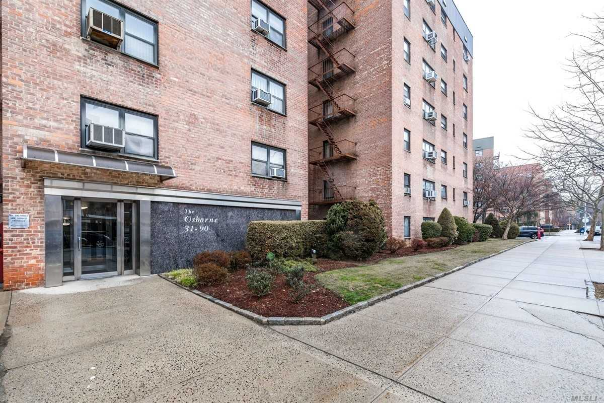This Sunny Ground Floor Apartment Features 12 Foot Ceilings And Hardwood Floors. Lots Of Closets And Windows Throughout. Spacious Living Room, Dining Room, And Beautiful Clean Eat-In Kitchen. Conveniently Located Minutes From Downtown Flushing And Great Transportation. P.S. 214 & J.H.S 185.