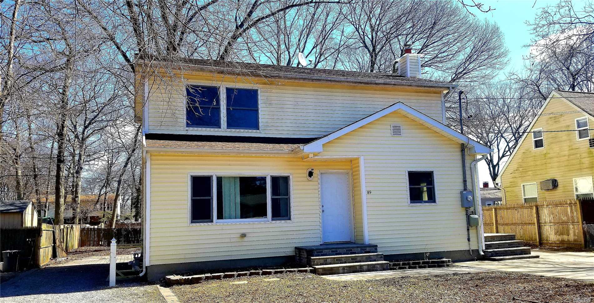 HHH school district, fully renovated inside out. Bright and big rooms. near lirr and long island express way. Middle of the block, nice and quite. And Detached Garage