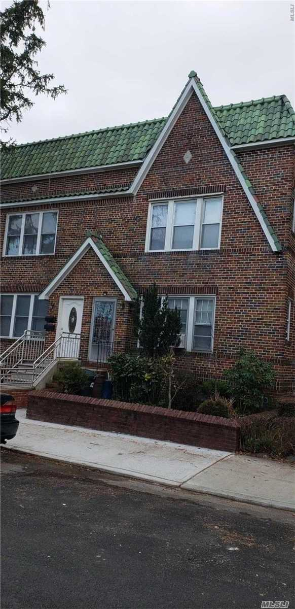 Very well maintained 2 Fam. Townhouse located in quiet prime bayside area, features 2/3 Brs, 2.5 Baths, Updated kitchens, finished basement. Close to Bell Blvd. LIRR and all shoppings, banks. etc. SD26