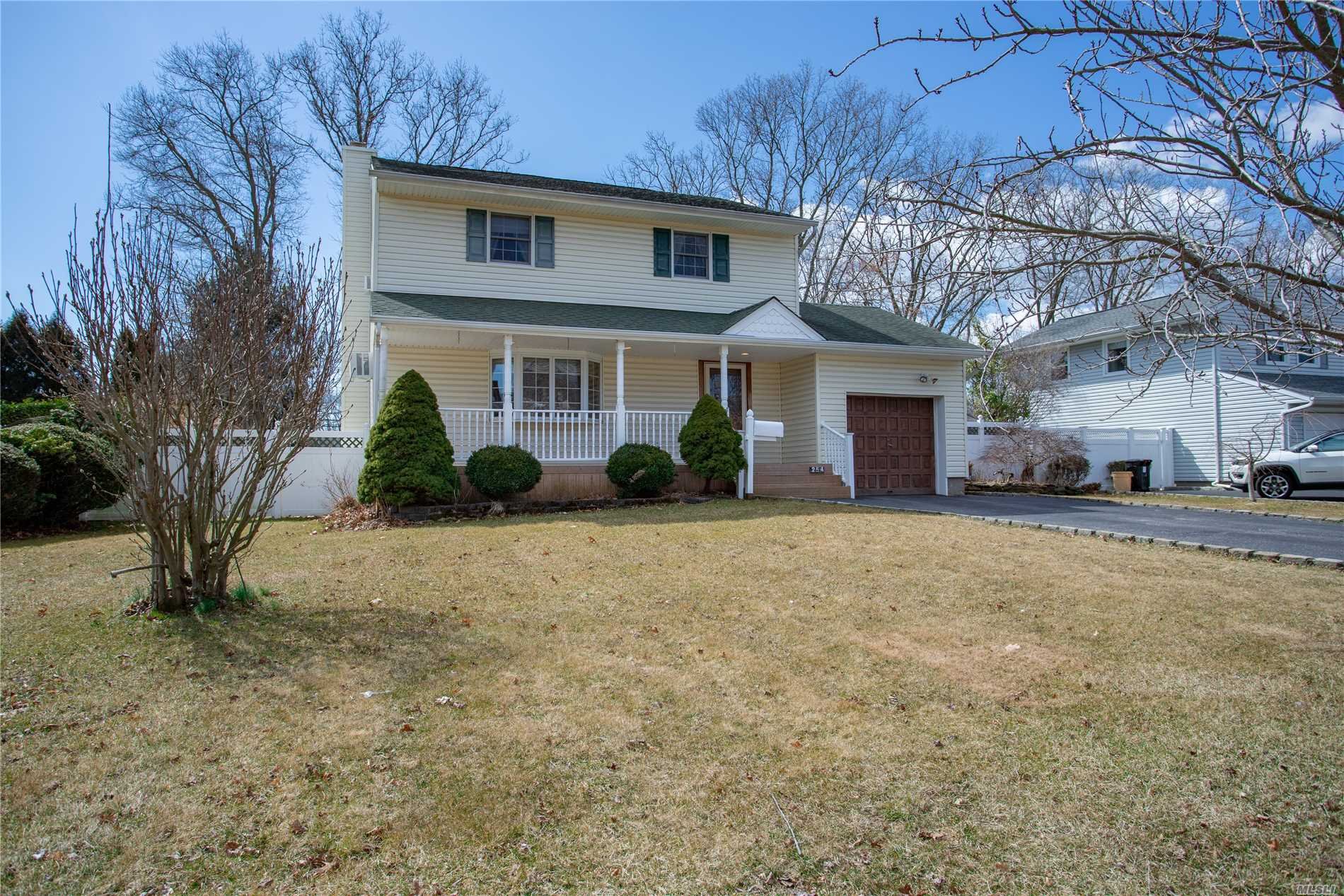 Outstanding 3 BR Country Village Colonial! Many Updates Include Newer Roof, Deck, Windows, Updated EIK w/ SS Appliances, Mostly HW Floors, Fin. Basement W/ Storage And Laundry. Prof. Maintained Fenced Yard W/Irrig System. Superb Location 1 Block From Timber Point Elementary And Fields. Close To Heckscher State Park, Timber Point Golf And Much More!