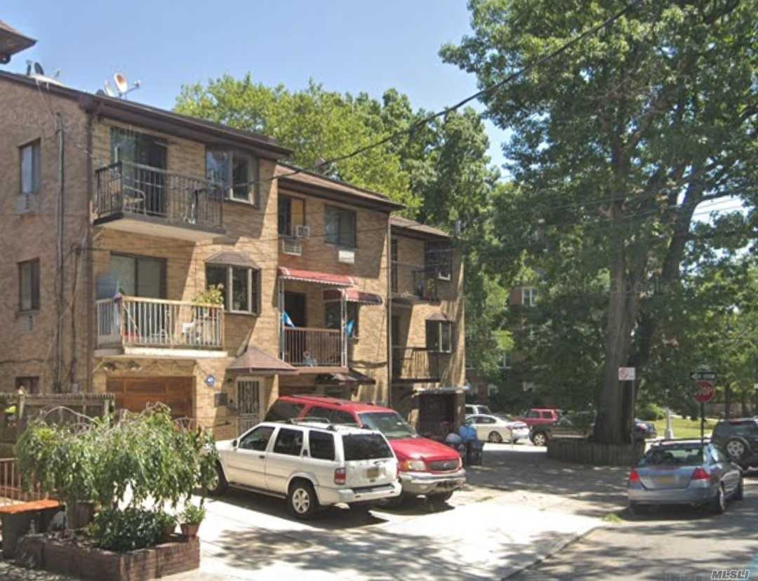 This young brick multi-family property was built in 1990. Basement has 2-entrances from inside and outside. 3-Electric meters, 2-gas meters. 3-hot water boilers. 4-balcony. Every floor over 1000SF, Hardwood floor. 2 blocks to F Train. Nearby school IS238 Susan B Anthony School and The Mary Louis Academy. The closetest grocery stores and LakFood, Bismillah Supermartket and Keyfood Supermarkets. Near by Coffee shops include McDonald's , Dunkin' Donuts and mini Galaxy Play Cafe & restaurants.....