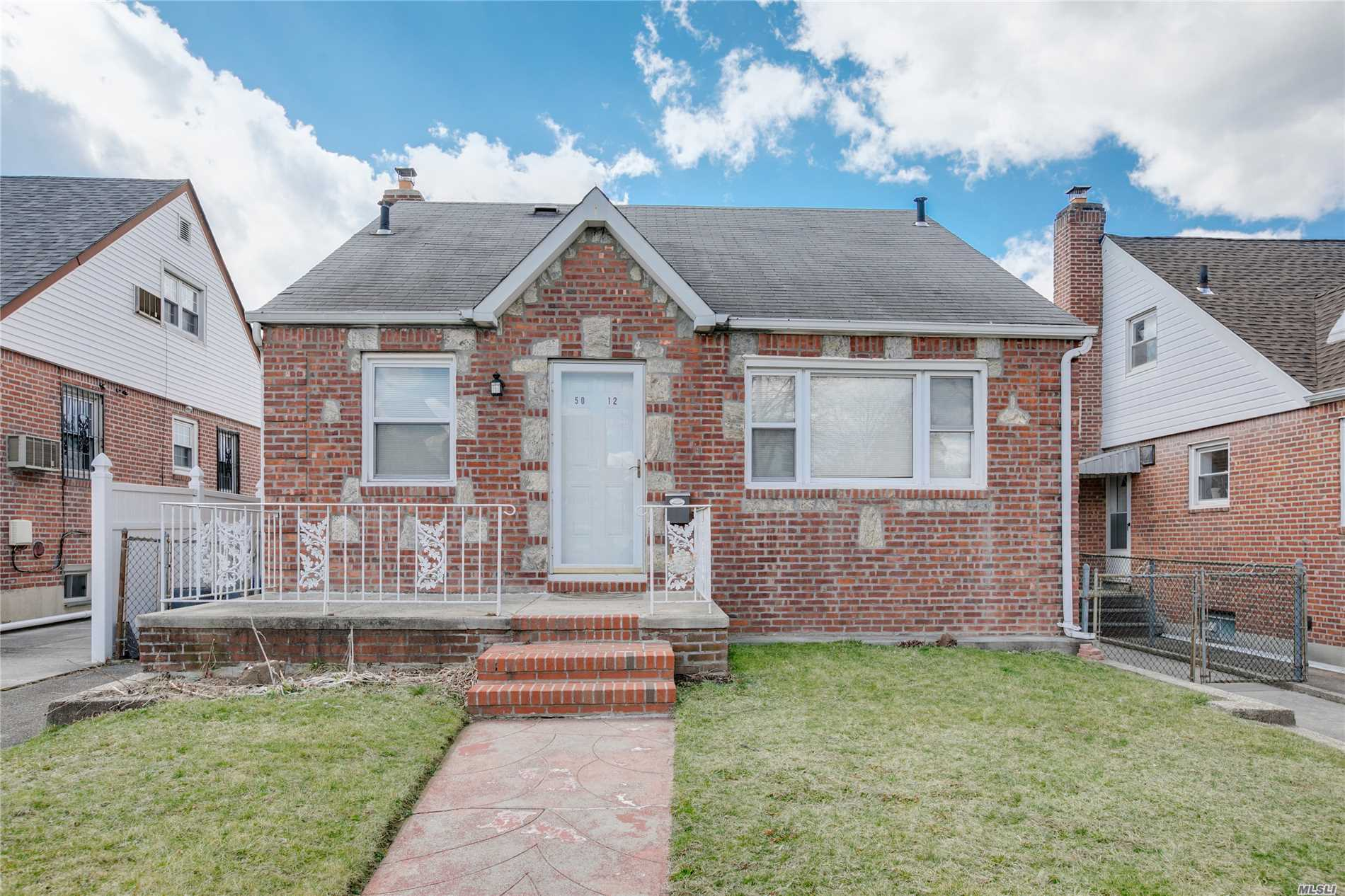 Detached Brick House With 27x34 Building Size & 40x100 Property. Mid-Block On Quiet Tree-Lined Street. Convenient To All Shopping, Transportation.Great Flow Of Entertaining. Exceptional Opportunity ! Best School Dist#26: Ps162, Is216 & Francis Lewis H.S. Prime Fresh Meadows Location !