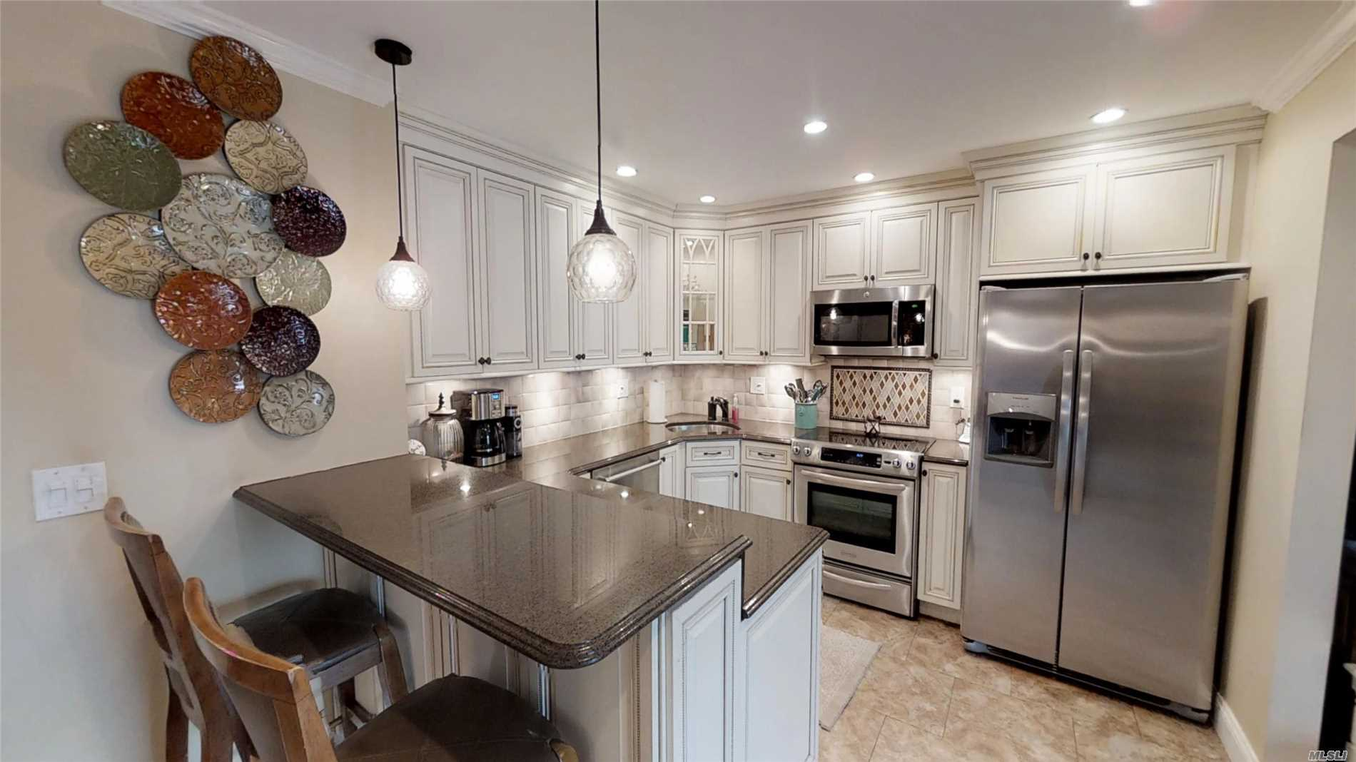This wonderful Farm Ranch has 5 BR, 3 bathrooms and is in the Connetquot school district! Open floor plan lends itself to entertaining. Close to transportation, Lake Ronkonkoma beach and more!