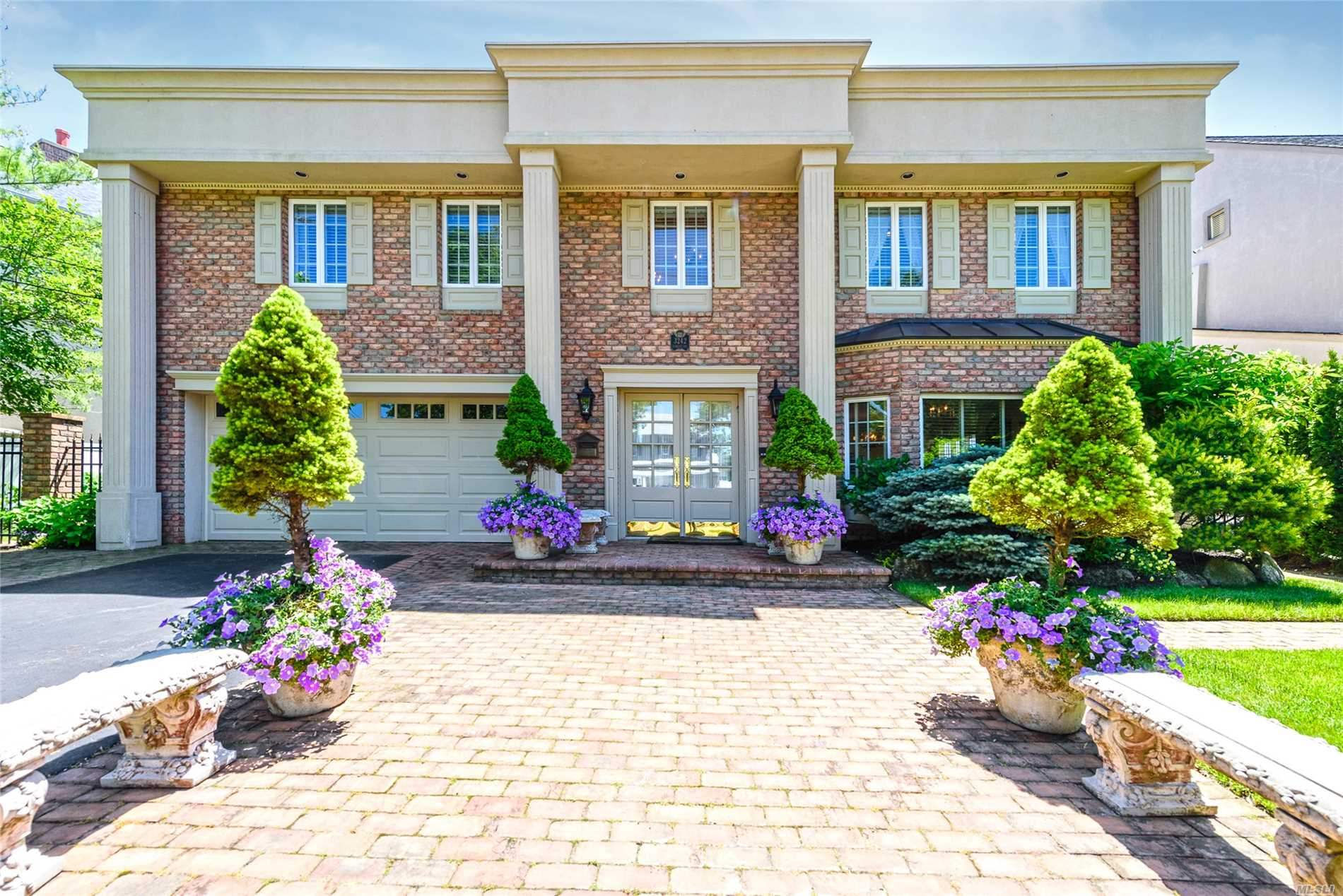 Waterfront Neo Classic Chateau, Totally Renovated, Top Of The Line, Stunning Panoramic Open Bay Views, Resort Yard With New Bulkhead, Floating Dock, Gas Bbq Center And Salt Water Pool.Fabulous Center Island Chefs Eik/Granite, Open Plan Fdr, Stainless Applnces, Gas Cooking, Hrdwd Floors, Dsgnr Granite Baths, Cstm Mldngs, Cabana Bath, Amazing Finishes And Upgrades! Superior Curb Appeal, Views To Die For, Pristine Throughout, Southern Exposure, Sun All Day And Unreal Sunsets!