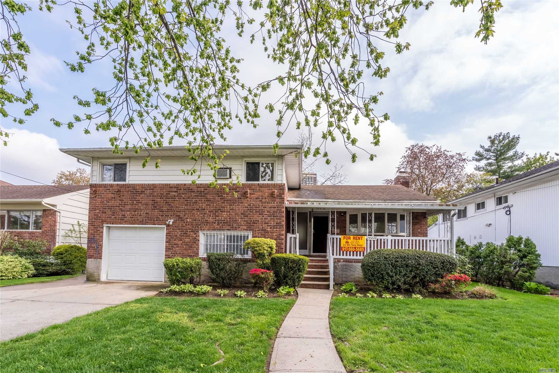 Beautiful Sunny & Bright Detached 4 Level Split In Gorgeous Neighborhood. Excellent School District. New Kitchen And Hardwood Floor. Lot 60X100. Parking And Garage Included. Huge Backyard. Large Front Porch.