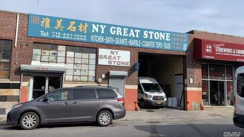 Hot location warehouse for rent. Half block to College Point Blvd. Approx 4400 sqft and asking for $26 per sqft. Good for construction material, auto repair, door or window shop etc.