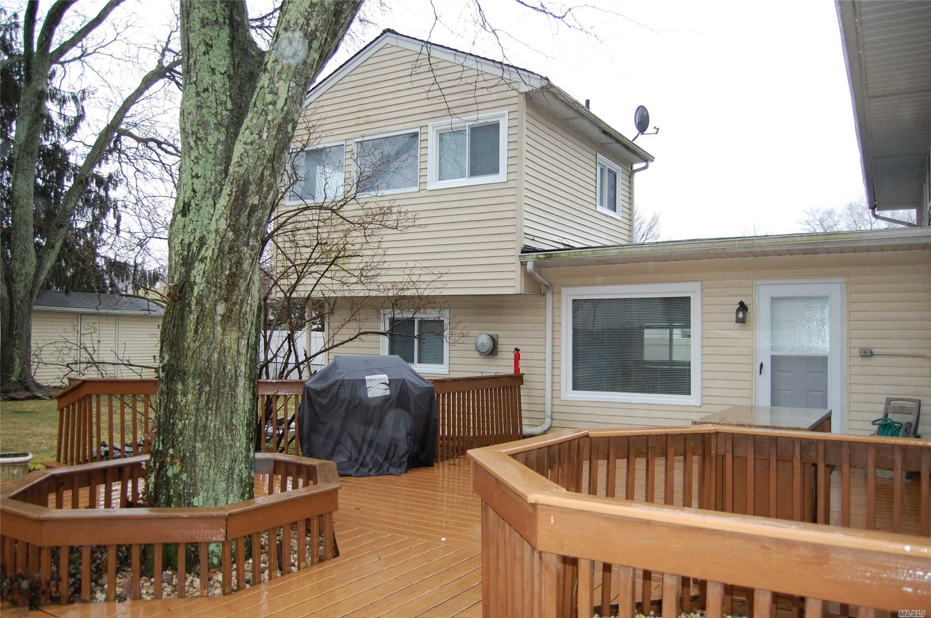 Updated/Versatile 1 Bedroom Apartment. Very Private W/Separate Entrance!New Kitchen, windows and Floors. Suitable for 1-2 People. Use of Yard and Deck Permitted. No Smoking Please.