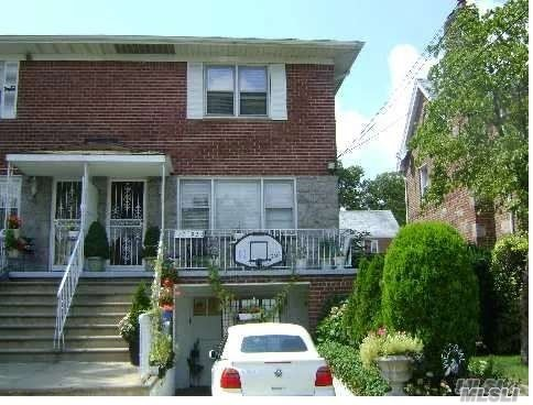 Bayside 2000sqft .4 Bedroom, 2.5 Bath. Lot Size:25*100.Hardwood Floor Throughout, Top Rated School. Sunny And Spacious Basement With its Own Entrance. Washer /Dryer On The Unit. Big Backyard. #27 Bus On The Street Corner Easy Commute To Flushing. Quiet And Safe Neighborhood.