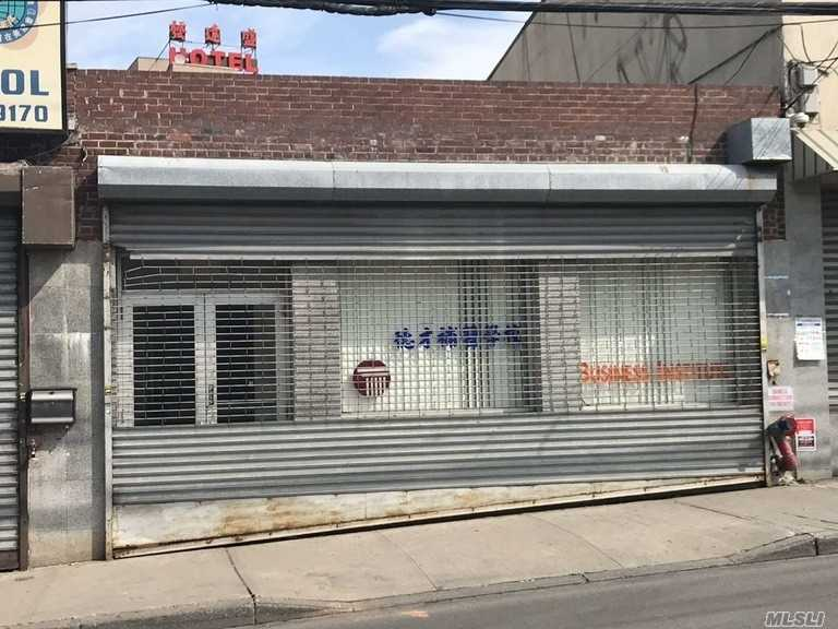 Downtown Flushing 3, 500 Sqft Street Level Store Space With 25 Ft Frontage & Sprinkler System. Excellent For Many Type Of Commercial Use: Food Service, Educational, Financial, Professional Office, Etc. Walking Distance To Main St, #7 Subway Station.& Buses.