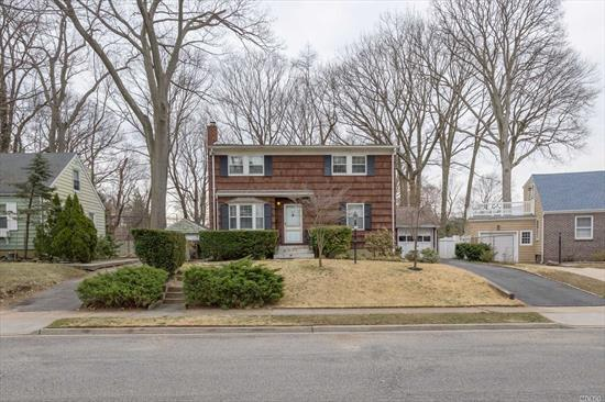 Great Beechwood Lawn Location! Close to beaches, preserve, and schools. 6 large bedrooms, finished basement, Anderson windows, Hardwood floors, large sun lit eat in kitchen with double oven and skylight, garage. Beautiful backyard!