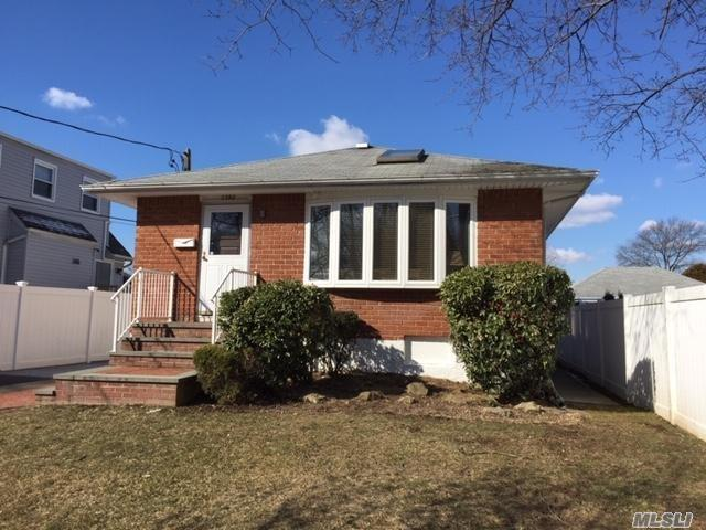 Lovely Ranch With Hardwood Floors, Full Finished Basement, 2 Full Baths. Seaford Sd# 6, Close To Parkways. Great House, Close to All.