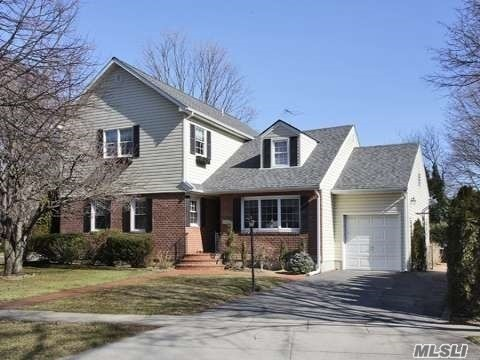 Beautiful Colonial Boasted With 5 Bedrooms Including One Suite On Each Floor. Gas Heating And Cooking In The Center Of Mott Area Where Close To Playground, Schools, And Mineola Train Station.