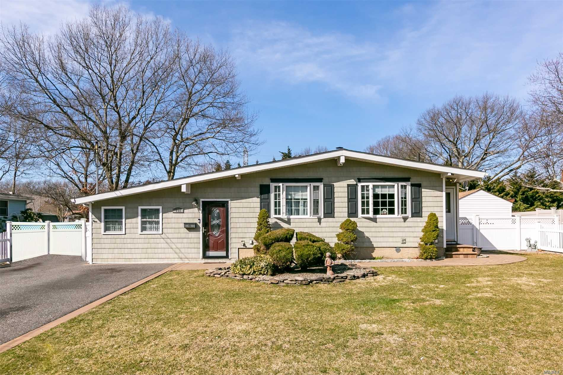 3 Bed, 2 Bath Ranch w/ Vaulted Ceilings, Hard Wood Floors, Gas Cooking, A Beautiful Private Backyard w/ New Trex Deck, Vinyl Fencing And FirePit. Updates Include Kitchen, Appliances, Siding, Windows, Roof, Electric. Too Many To List!! LOW Taxes In Sachem Schools This Will Not Last!