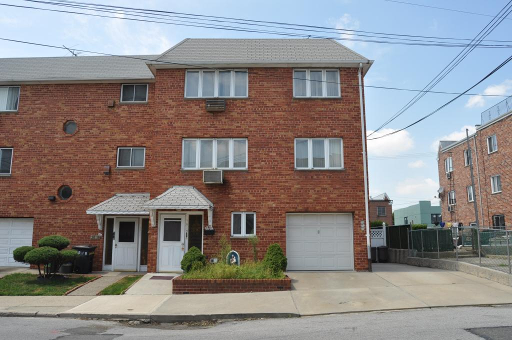 Newly Renovated 3 Bedroom Box Apartment For Rent In Middle Village. Features Living Room, Formal Dining Room, Kitchen With Stainless Steel Appliances & 1.5 Bathroom. Tiled Flooring Throughout . Lots Of Windows. Heat And Water Included. Great Location! Near Shops & Transportation. A Must See !!