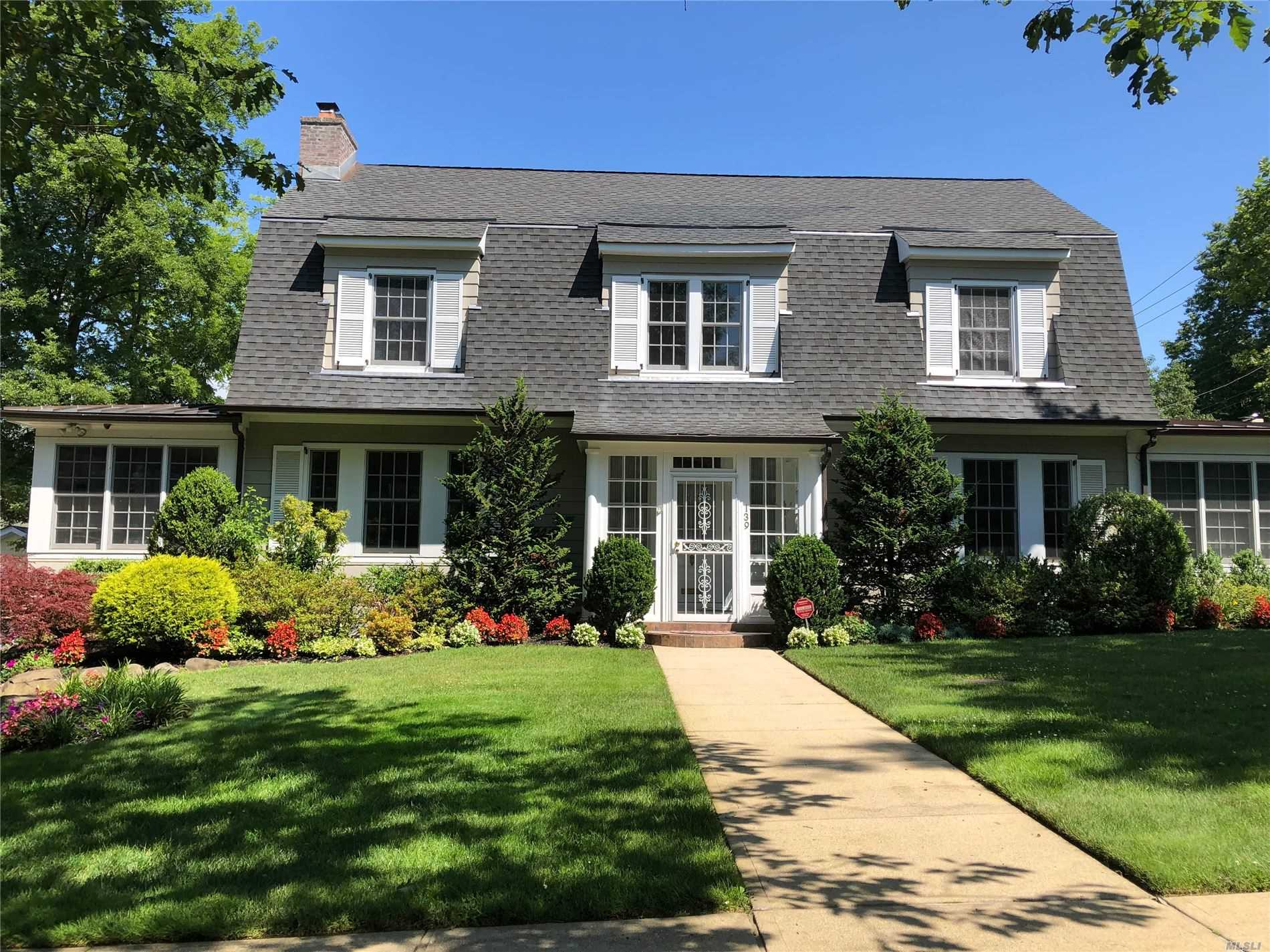 Beautiful Colonial Custom-built in 2008 boasts: 6 bedrooms ( 3 featuring ensuites) , 6 baths, Gourmet EIK w/ Gas Cooking, FDR, FLR w/ Fireplace, High Ceilings w/ Beautiful Molding on main floor, Hardwood floors thru out, 4, 565 sq ft interiors. Backup Generator for whole house. Enjoy Everything The Douglaston Manor Lifestyle Has To Offer! Easy 30 Minutes Commute To NYC.