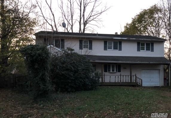 Fixer Upper In The Heart Of Selden! Close To Transportation, Schools, Shopping, You Name It! Call Now Before It Goes!