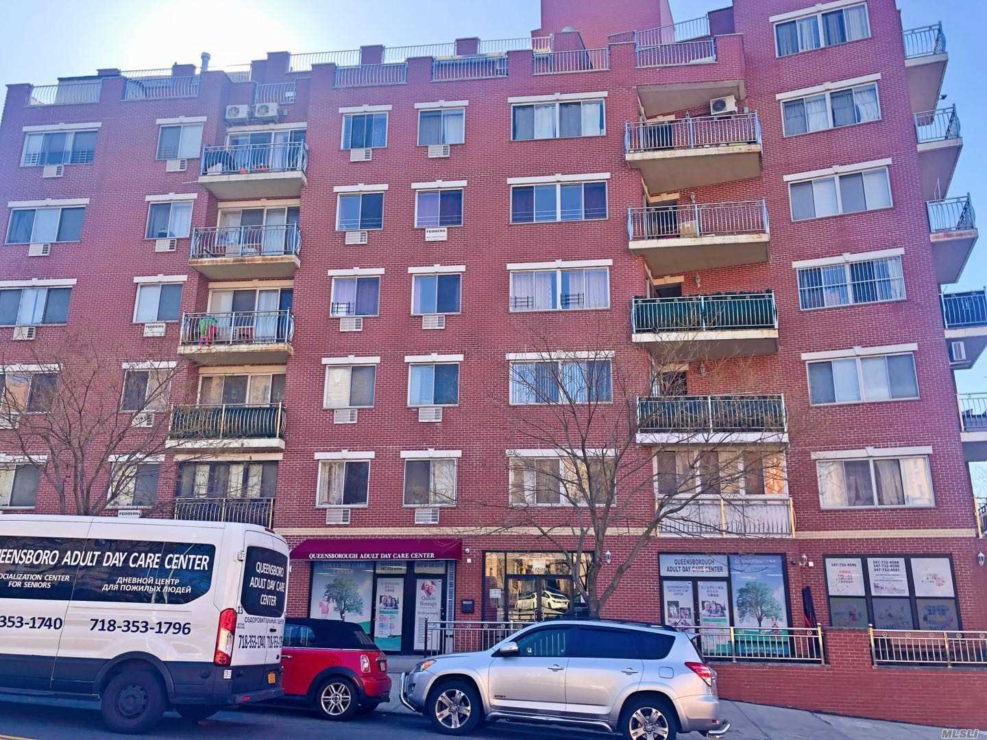Beautiful 2 bedrooms condo located at Flushing. Facing south, has washer and dryer in unit, wood floor, private balcony. close to school, supermarket, movie theater. Bus Q25 / Q34 to Flushing Main street. QM 2, QM20 to Manhattan. won't last.