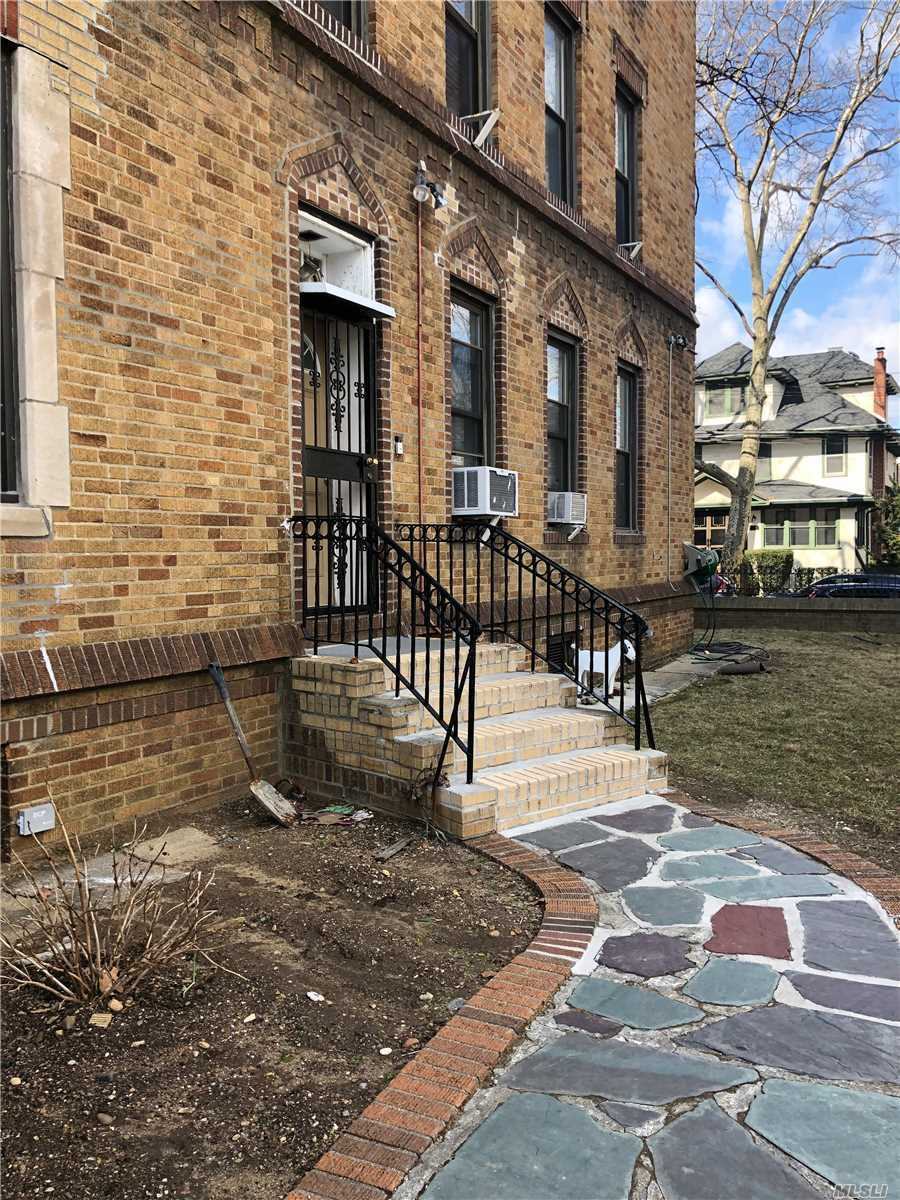 Lovely First Floor Unit With Private Entrance, Also Entrance From The First Floor Lobby. Lr Sunny Living Room, Dining Area Big Full Kitchen W/Tons Of Cabinets And Counter Space. Huge Master Bedroom , New Full Bathroom, 2 Add't Bedrooms. Hardwood Floor Thru Out. Rare Co-Op. North Rh Location