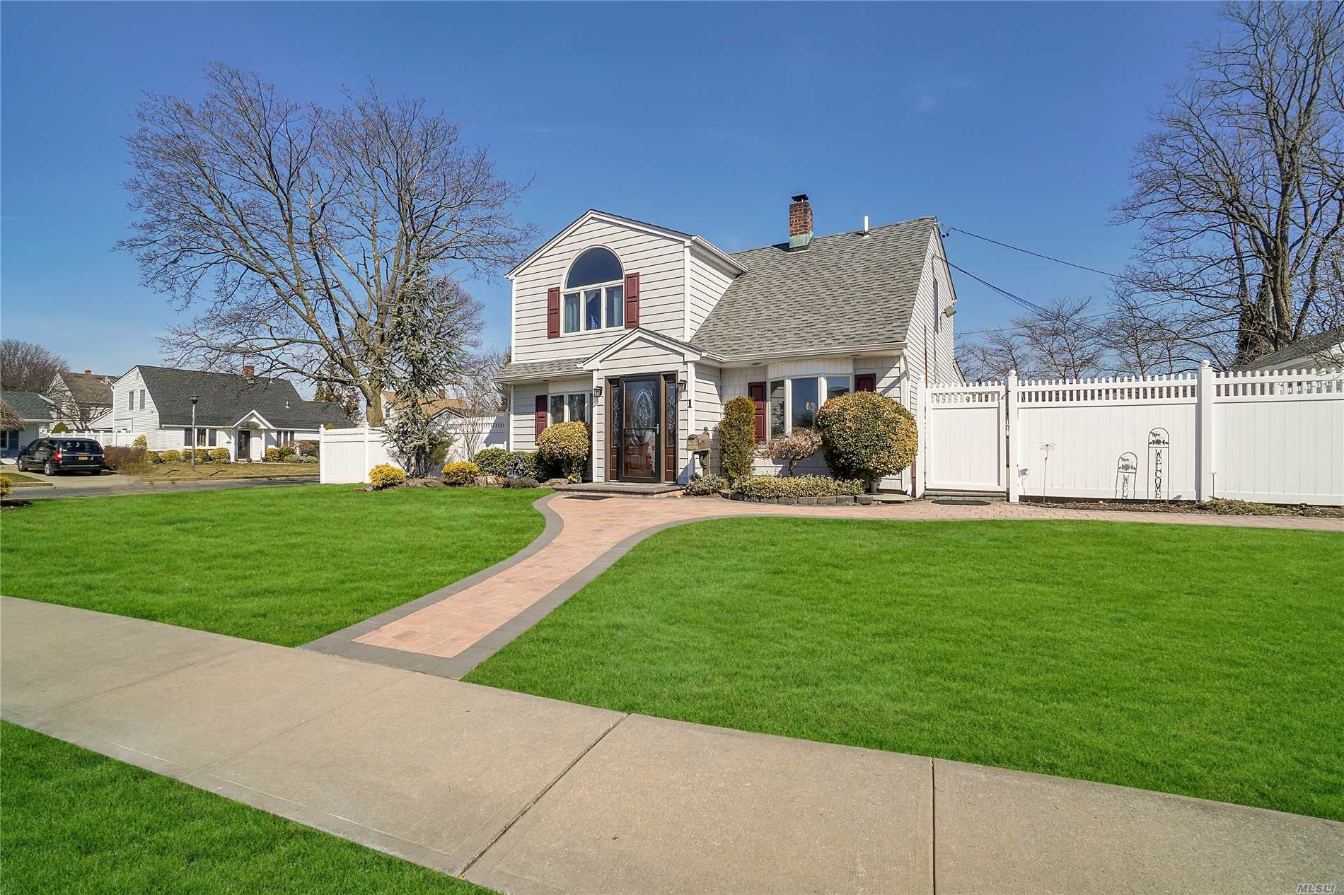 Mint Colonial: All Formal-Sized Rooms, Extended Eik w/Granite Counter and Center island, Ss Appl's, Convection Microwave, Skylites, Extended Family Room, Flr, Fdr, Mud Room/Laundry, Updated Baths, Furnace/Siding/Roof 5yrs, 200 Amps, Sub-Panel Upstairs, Master Bedroom Cathedral Ceiling, Ceiling Fans, 1.5 Car Det Garage, Room for 6 cars in Driveway, Over-sized Professional Landscape 87x101 Property, Abbey Lane Elementary, Wisdom Middle School, Division HS