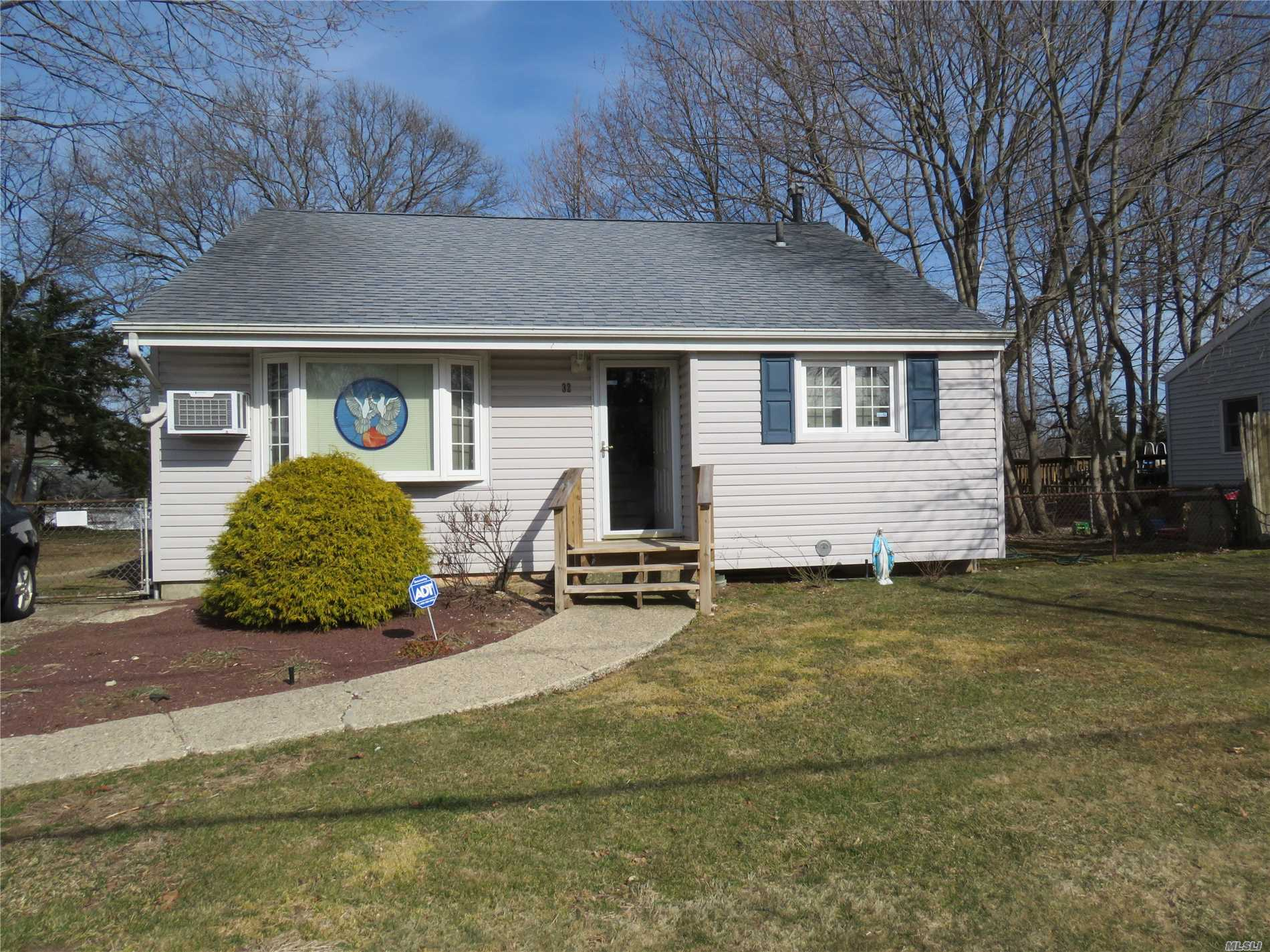 Perfect Starter Home. 3 Bedroom 1.5 Bath Split Level Ranch. New Roof,  All New Windows, New Siding. EIK w/ New Flooring and some new cabinetry. New Full Bathroom w/ Glass enclosed Tiled Shower & Granite Vanity. Hardwood Flooring through out. Newer Gas Furnace and Hot Water Heater. Fenced Yard. Low Taxes.