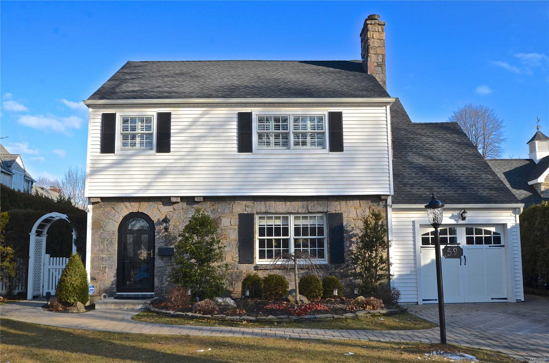 This beautiful & pristine Colonial is located in a prime location in the heart of the Mott Section. It offers an Open Floor Plan featuring a LR /DR w/ French Doors & custom moldings throughout. EIK flows into a sun-drenched Den w/ Palladium windows, & Half Bath. The 2nd Floor has a MBR en-suite w/walk-in closet, 2 Add'l BR's & Full bath. The Private backyard with a Bluestone patio is an entertainer's delight. Incl an updated roof, walkway, paved driveway, CAC, IGS, & water filtration system.