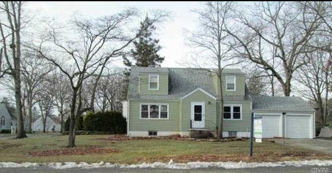 Corner Property in Quiet Neighborhood. Large 3 bedroom apartment with 1.5 bathrooms. Includes washer and dryer in unit, as well as, dishwasher. Private driveway parking with the unit. Very close to dining and Walt Whitman Mall. Northern pkwy and LIE very close.