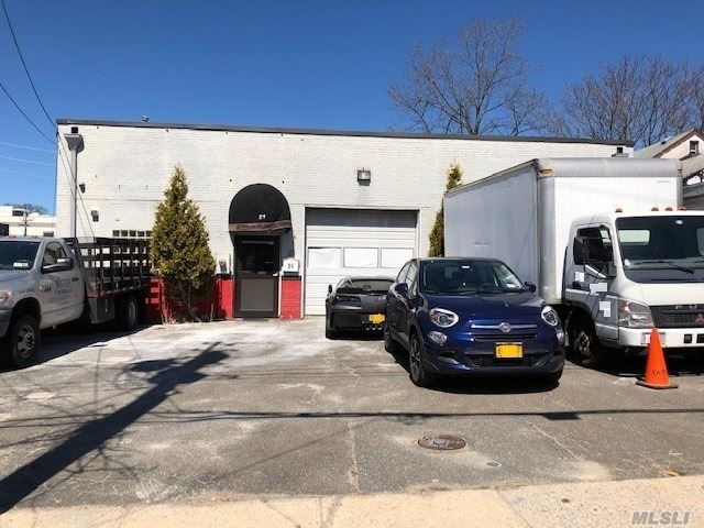 3200 square foot building on 5000 sq ft lot. Currently being used as .Huge warehouse facility with overhead door. Beautiful office space. Great location.