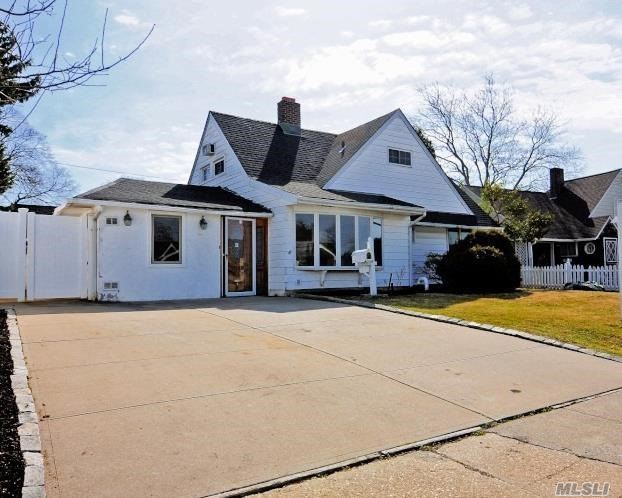 Levittown's Best Value. Home has endless possibilities. Private master suite could also be used as Den & Entertaining Area. You will enjoy entertaining in this spectacular backyard equip with IGP. New Roof and heating will allow for years of worry free living.