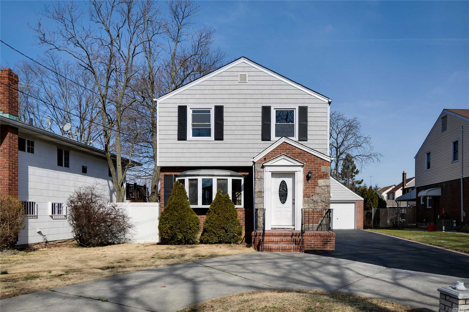 This home is absolutely BEAUTIFUL...you are going to fall in love! Everything updated - Gorgeous paint job, hardwood floors, stainless steel appliances, CAC. Must see!!