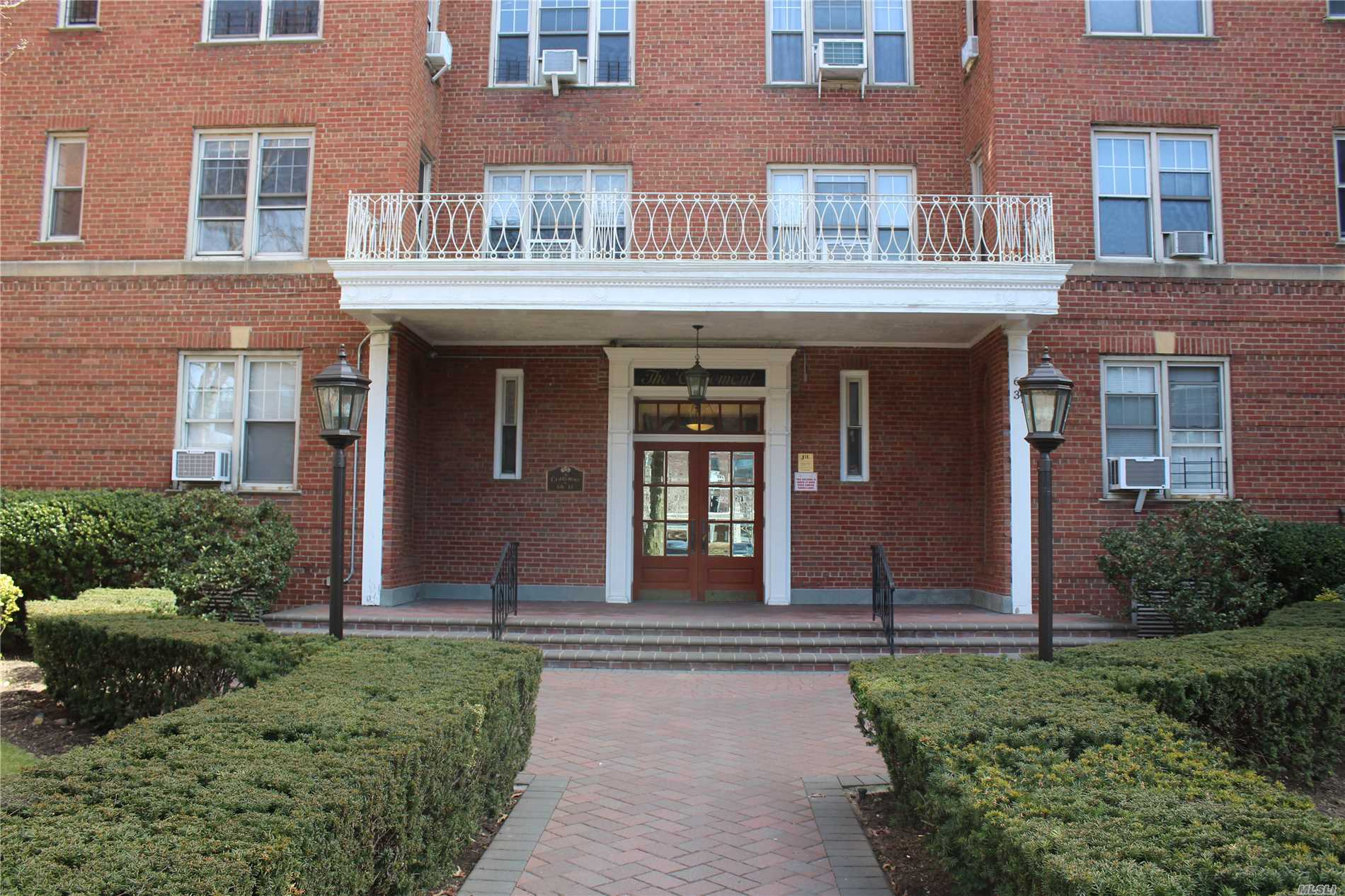 Welcome Home To a Beautiful Renovated Open Concept Sun drenched Unit. Featuring A New Kitchen, New Bathroom, Hardwood Floors. Low Maintenance. Laundry on Premises. Close to All Transportation, Subway, LIRR, Buses, Shopping & Restaurants. School PS 196. No Flip Tax. Sponsor Owned Unit. No Board Approval Required.