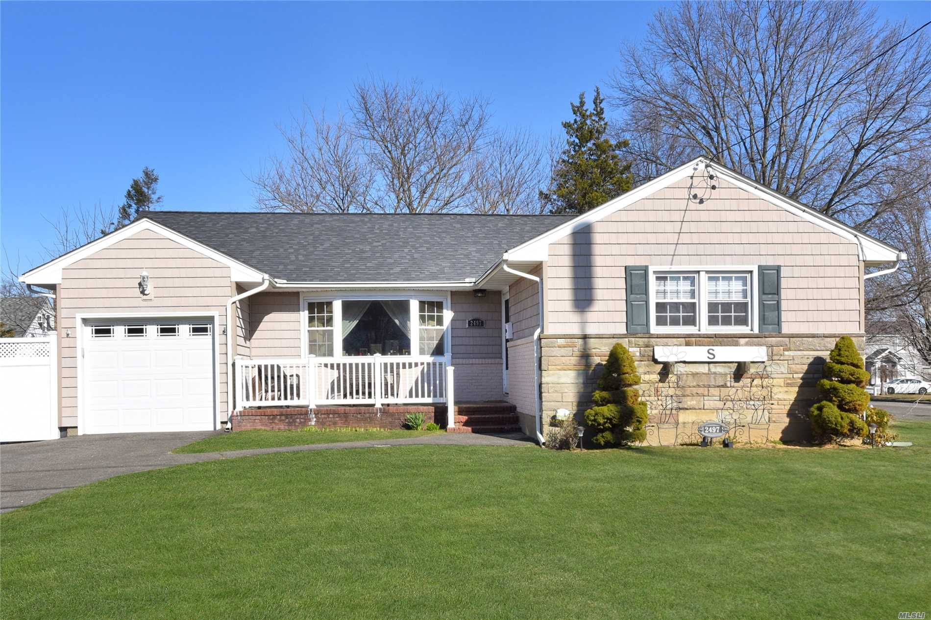 Beautiful Terrace Ranch. This charming 3 Bedroom, 2 Bathroom home includes a Master Ensuite with updated bathroom. Open concept renovated kitchen & dining room with sun room. Hardwood floors throughout. Updated finished spacious basement with utility room & laundry room. 100x100 lot, park-like backyard with patio and plenty of space for entertaining. Close to All.