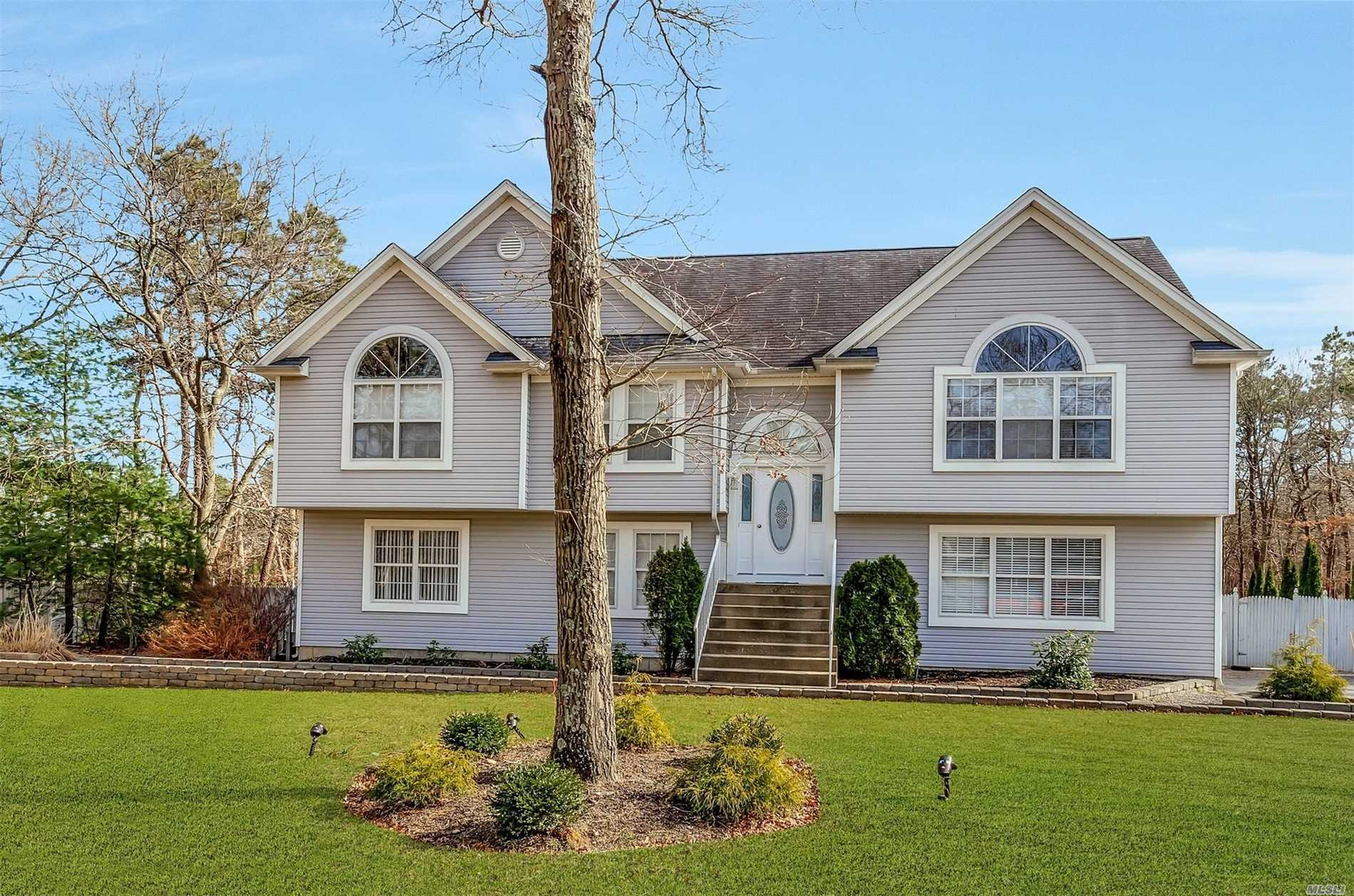 Magnificent newly built oversize hi ranch w/ full bsmnt on cul-de-sac, perfect flat 1 acre+ lot. Exp driveway w/cobblestn border, resort style backyard w/ IGP & custom pavers. Patio w/ overhang & pool house. Open floor plan, vaulted ceilings, recessed light, updated kitch w/ SS appliances, center island lots of cabinet & counter space sliding glass doors out to deck, enormous master ste w/ full bth updated hall bth w/double vanity possible first floor 2nd master, poss 2nd kitch w/separate ent.