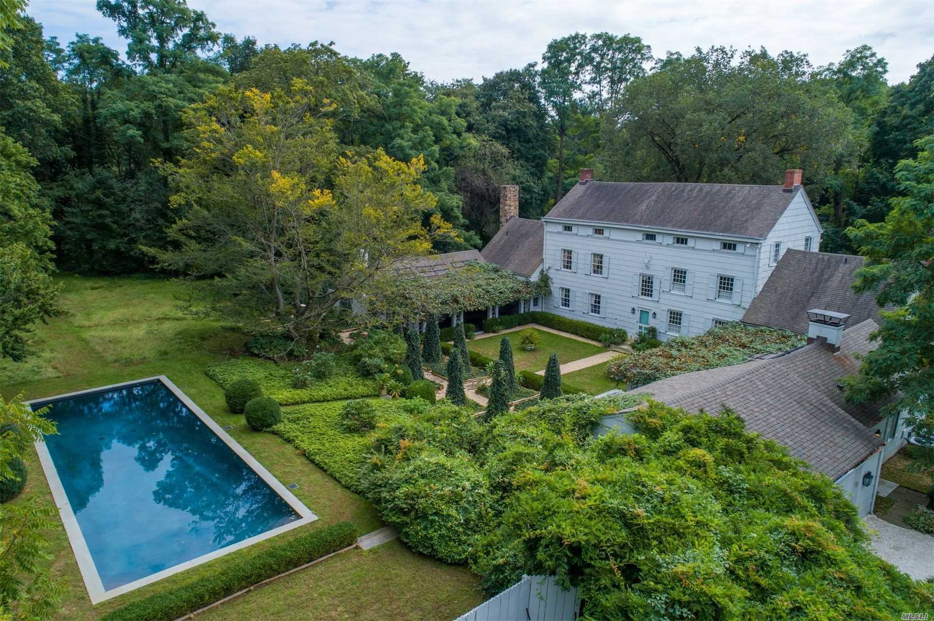 A unique example of 17th Century craftmanshhip w/the best materials & ongoing attention to the best in architectural classicism.The property has been restored & has been brought into the 21 century w/charming gardens for private living in a very special part of history.Historical house in the heart of Locust Valley w/Colonial details. Had served as a private school, an inn and tavern.