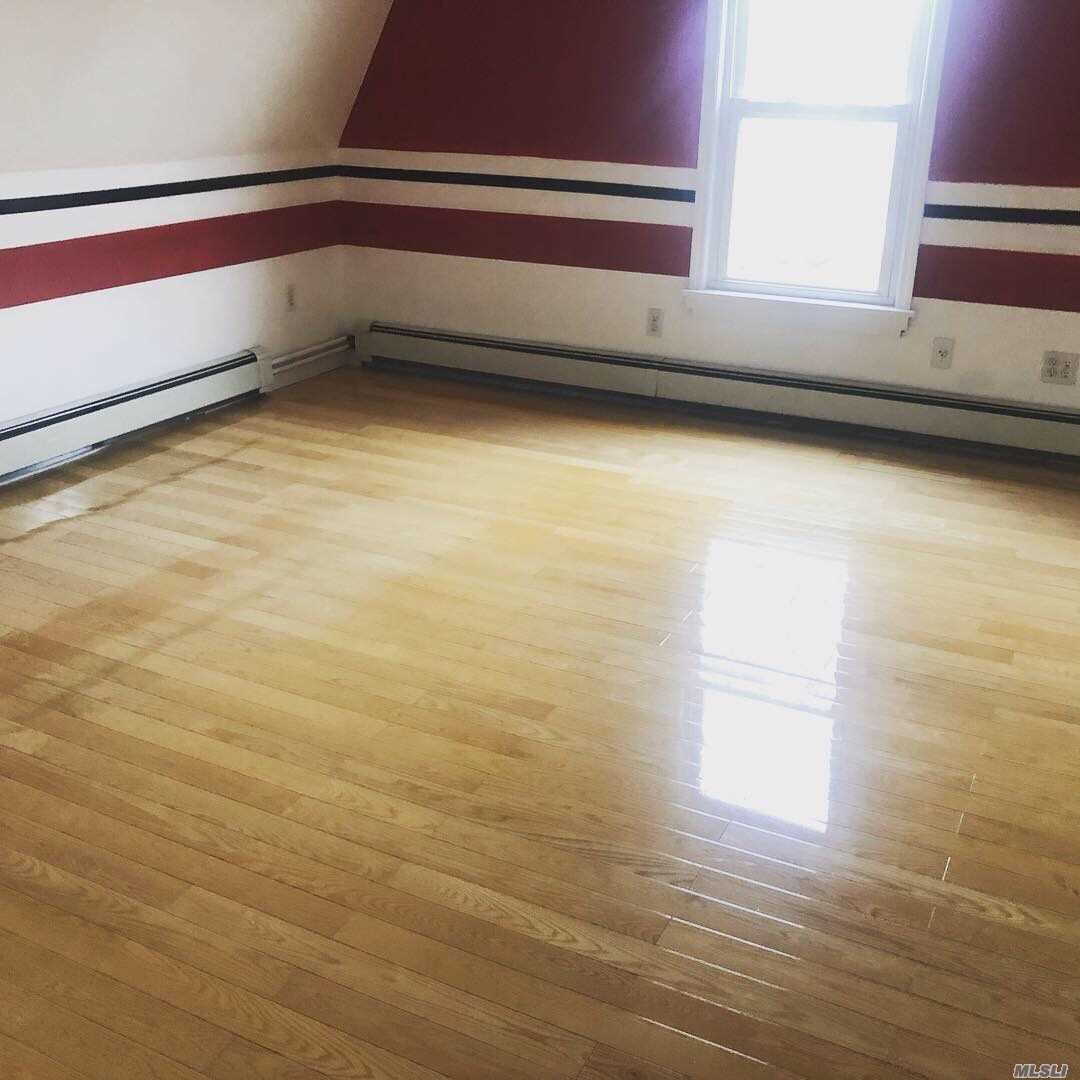 Extra Large Jr 4 bedroom/3 bedroom duplex apartment Two bathrooms Excellent Location , queit area come see for yourself how large this duplex apartment really is easy approval call to show