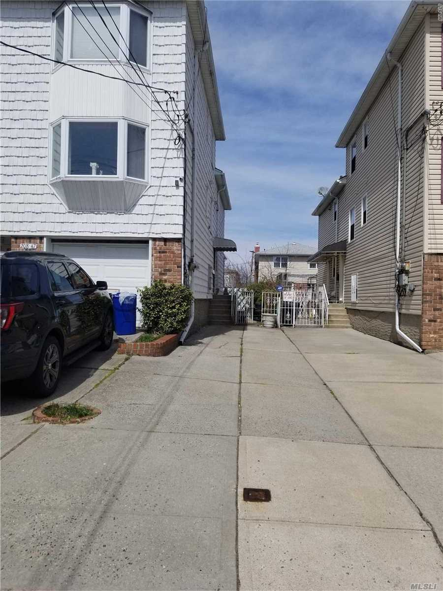 Lg 3Bd 2Bth Duplex with Washer/Dryer, 2Car Parking, close to Express Bus & Shopping Small pets only