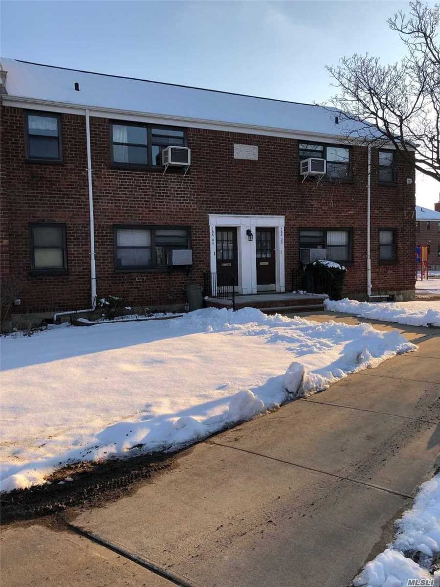 Clearview Gardens 1 Bedroom Apartment For Sale! This Upper Unit Features Living Room/Dining Room, Kitchen, And 1 Full Bathroom. Hardwood Flooring Throughout. Great Opportunity! Must See!