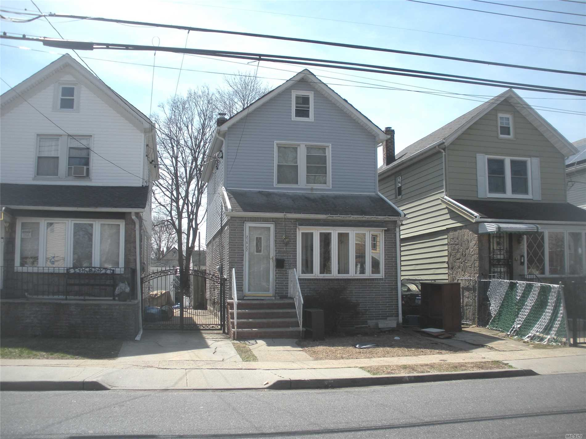Detached bright and sunny three bedroom and one bathroom. Finished basement with exterior access.