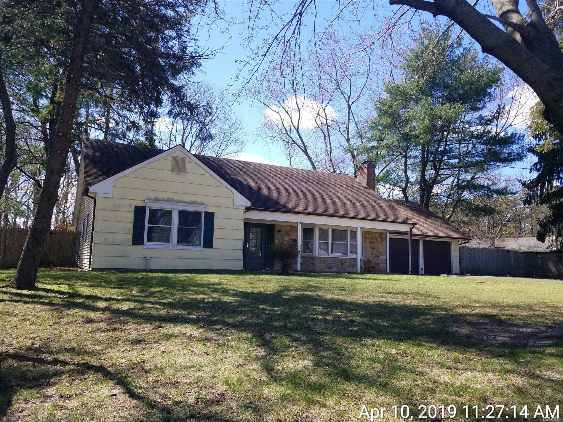 Huge Farm ranch style home with 5 bedrooms 3 full bathroom and a 2 car garage. This house has some updates NEW FLOORING AND CARPETS,  boiler/ oil tank, 2 updated bathrooms. 1st floor master bedroom with en-suite bath! Bedrooms are all HUGE!Fenced private backyard to enjoy. Priced to sell tons of potential, excellent for large family over 2800 sqft!