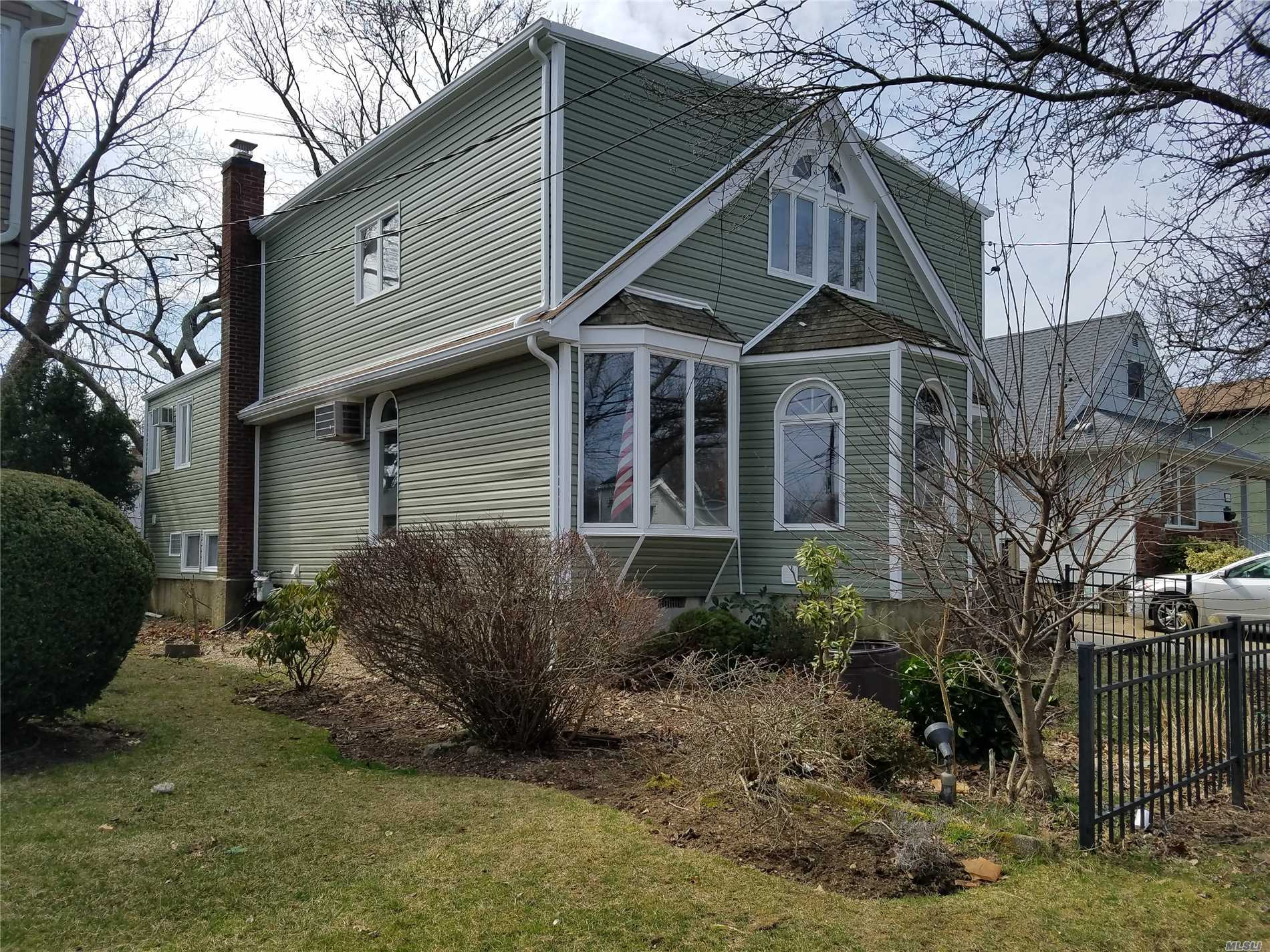 Beautifully Fully Renovated Large Split Level Home In Beautifull Baldwin Harbor. Great House In A Great Neighborhood, Featuring 4 Bedrooms, 2.5 Bathrooms, Finished Basement With 2 Rooms And A 1/2 Bath, Separated Entrance, Rear Wooden Deck, Baldwin Schools, Close To All.