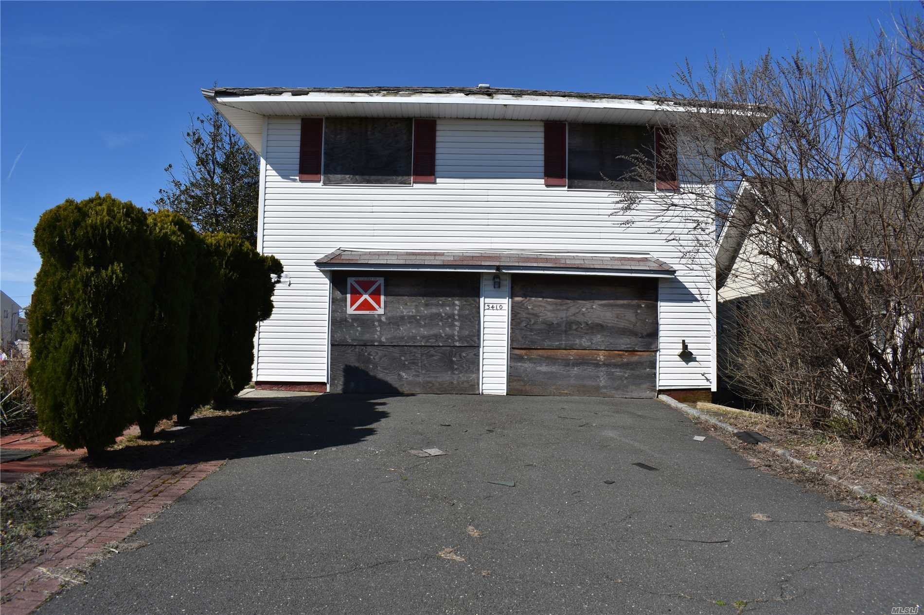 Calling All Investors, This Home Has Been Gutted, Needs Complete Rehab