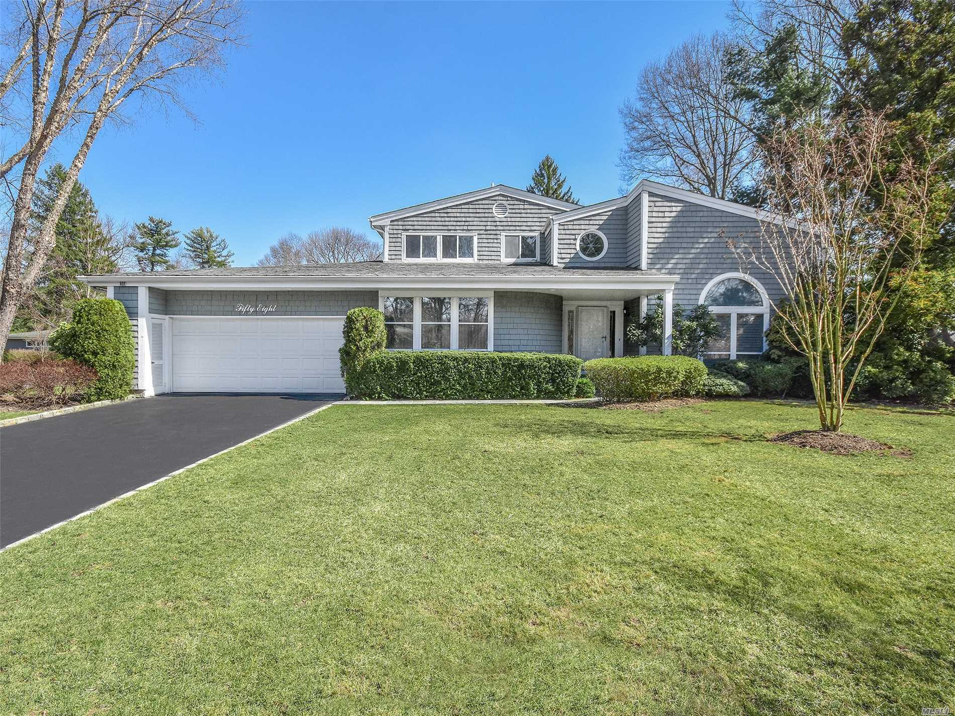 Must See! Desirable North Hills Gated Community Of Spruce Pond. This Home Is Convenient To All. It Boasts Hand Crafted Built-ins, An Open Spacious Floor Plan And Master Bedroom En-Suite On The First Floor. 2 Car Garage, Community Tennis & Pool. Shuttle to Manhasset Train St.