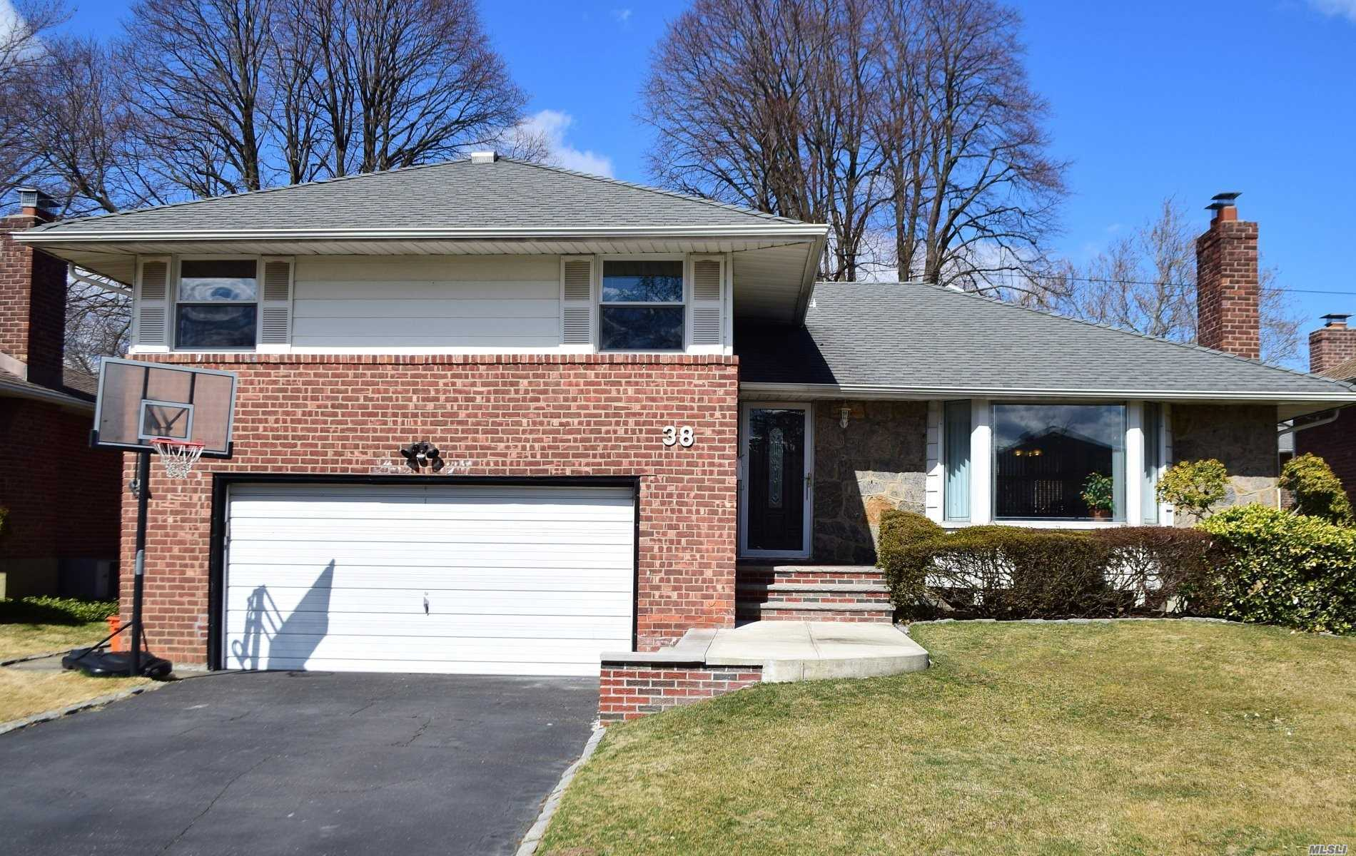 This beautiful Split Level Home in Herricks school district. Features 3 Bedroom, 2.5 baths, Eat in kitchen, Formal Living room and Dining Room, Large Family Room, finished Basement with Laundry Room , Beautiful Backyard, 2 Car Attached Garage with Private Driveway. A Much See!!!!!