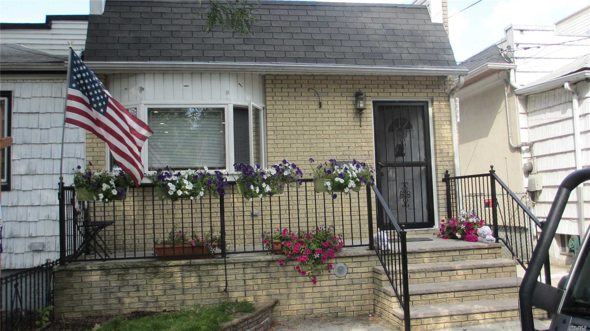 A Spacious House For Rent In Ozone Park. It Features A Beautiful Kitchen, Large Living Room With Skylight, Hardwood Floors Throughout , Ample Closet Space, Upgraded Lighting, A Fully Finished Basement And Charming Backyard. The House Is In A Great Neighborhood, Close To Buses, Stores And Schools.