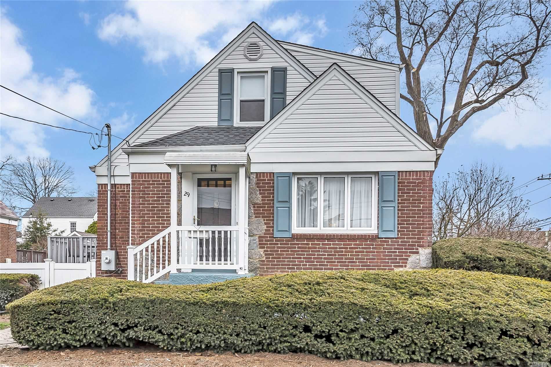 Gorgeous updated home in SD#20. Entry Foyer, FDR, LR, Large updated (26' long) granite EIK, leads to Den w/ vaulted ceiling, great for entertaining, Full Bath, BR. 2nd Fl: 2 BR w/ Cedar closets, Full Bath. Basement: Full finished W/ Laundry, Full Bath. Fenced in Backyard. Close to LIRR (35 min to NYC) Hwys, Shopping.