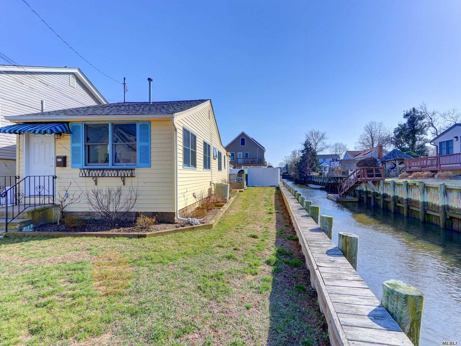 Diamond Ranch, On Serene Dead End Waterfront Canal, New Bulkhead, Also Great for Canoe and Kayak, Home features updated roof, transferable solar panels, Andersen Windows, CAC, Shed, Low Flood Insurance, Low, Low Taxes. Why Rent When You can Own, Relax and feed the Swans!