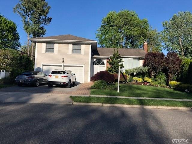 Low Taxes! Beautiful Split Level, mid block & mid development location, property backs to a community park, custom expanded Kitchen w/high end appliances, Den newly renovated w/surround sound & 2 storage areas, hardwood floors throughout, updated 3 Full Baths, all windows replaced, 200 amps, whole house water filtration, IGS, Baylis Elementary School, Thompson Middle School.