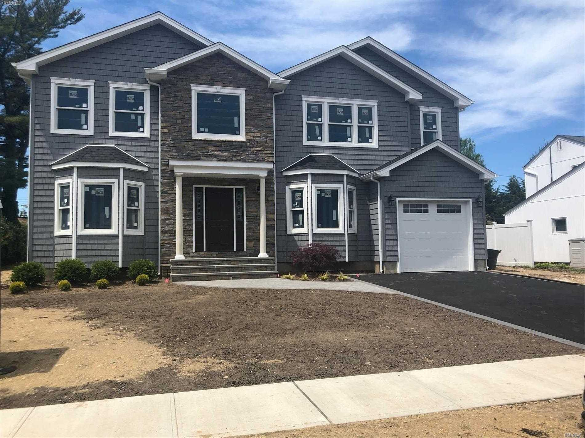 Extraordinary New Construction, Center Hall Colonial by A Premier Builder Offering High End Finishes. 5 Bedroom, 3 Full Bath, Designer Kitchen W Island And Pantry. Desirable Plainview School. Move In Date June 2019.