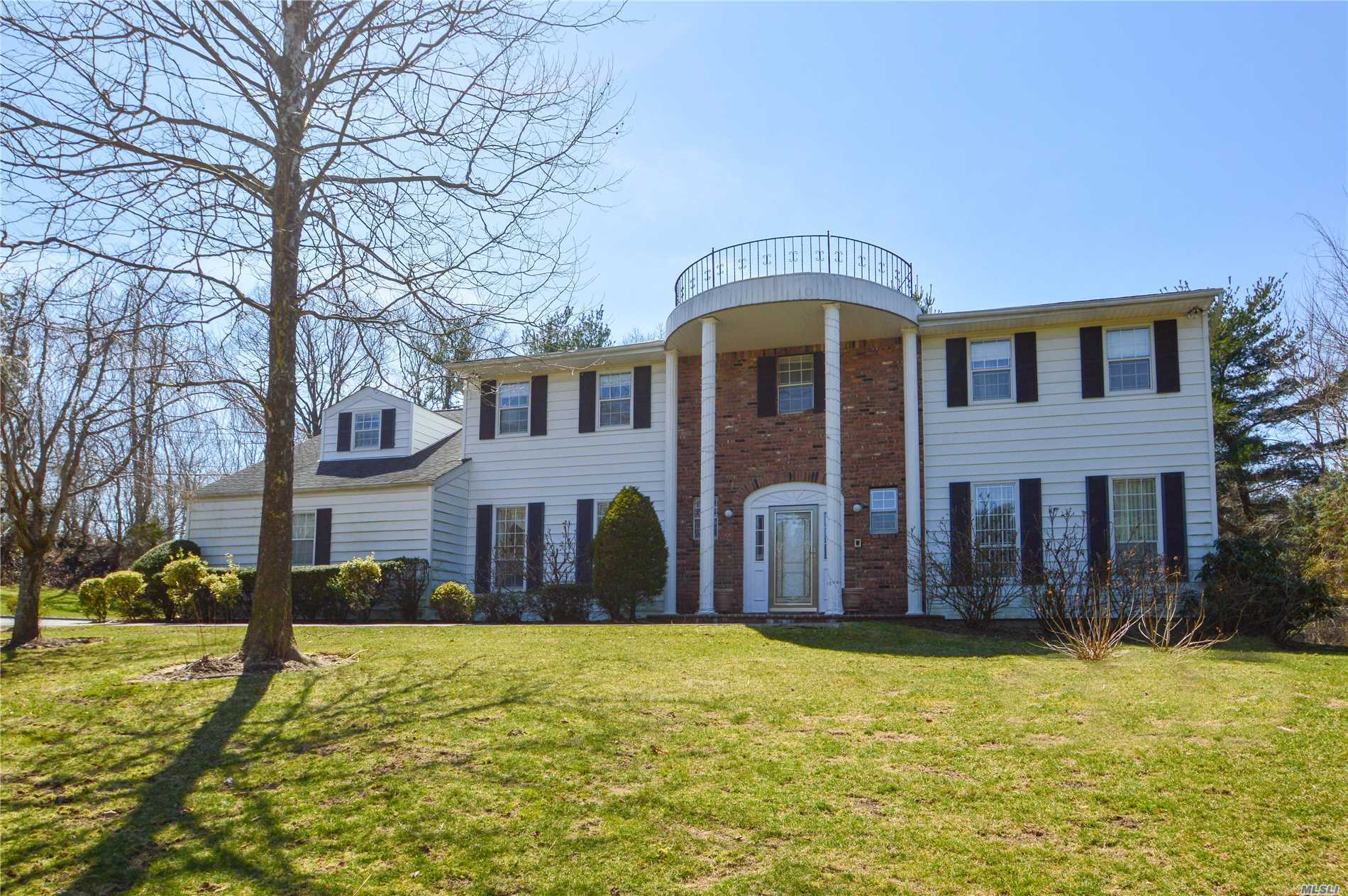 Open & Inviting, Center Hall Colonial, Nestled on 1 Acre Property, located In prestigious, Woodbury Estates on a Private cul de sac. Entertainers delight w/Over sized Lr, Den w/fireplace, Spacious Eik w/Island, sill stone & breakfast Area, Expansive 5Brs, mbr w/Office, Jacuzzi, & 2 W/I closets, Lg Play area, (loft) w/fbth on 2nd Fl. Huge Full Finished Basement. (Taxes being grieved)